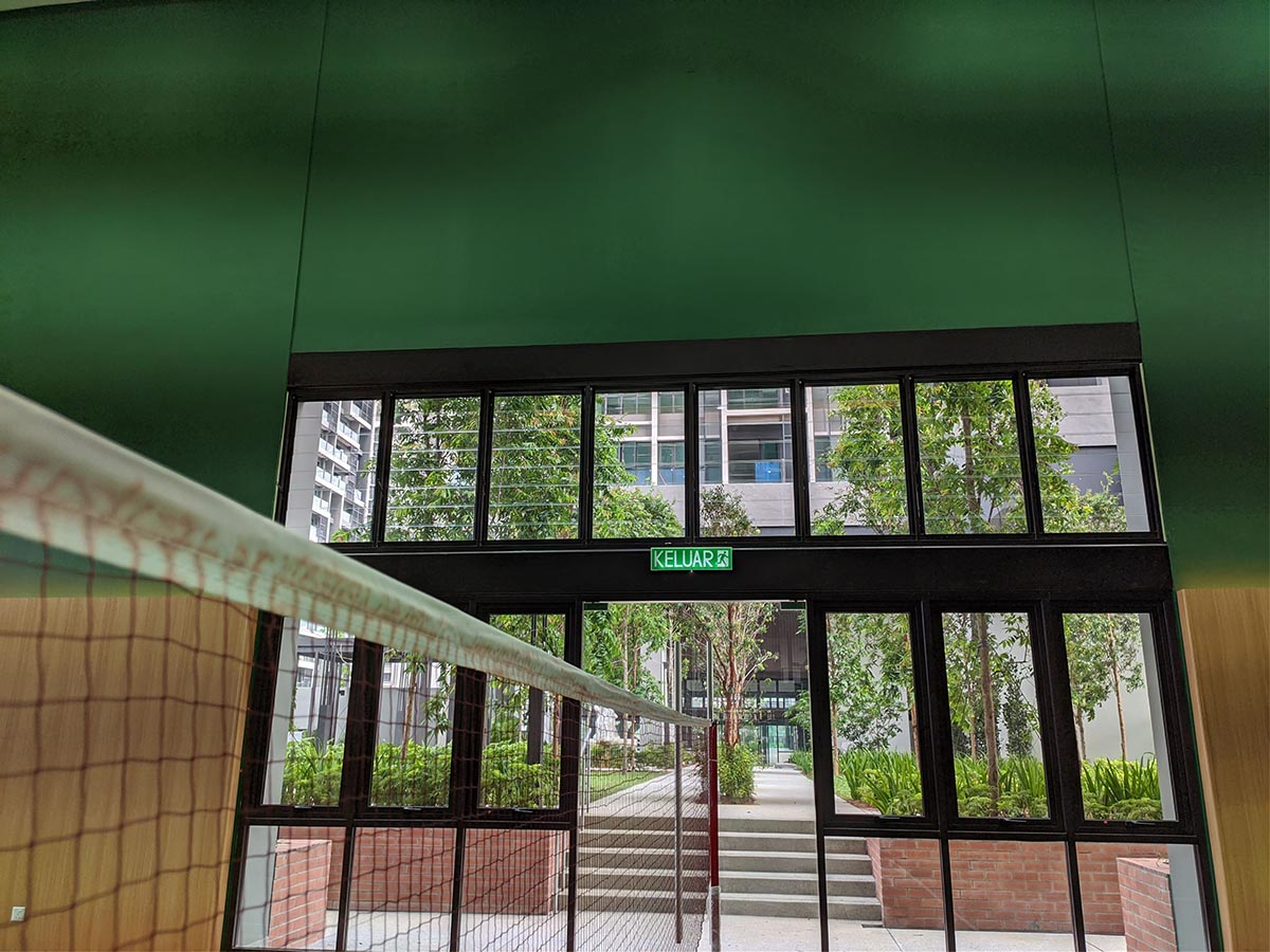Breezway Louvres installed into Commercial Framing in Citizen Building
